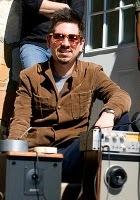 Adrian Quesada offre un album en téléchargement pour le lancement de son nouveau site