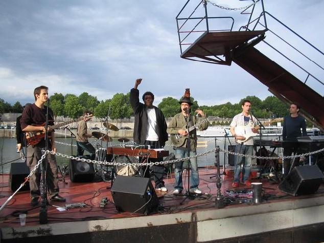 En concert avec Juan Rozoff au Batofar, le 20 juin 2004