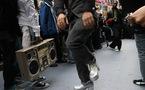 Flash Mob sur Times Square à NYC en hommage à Don Cornelius